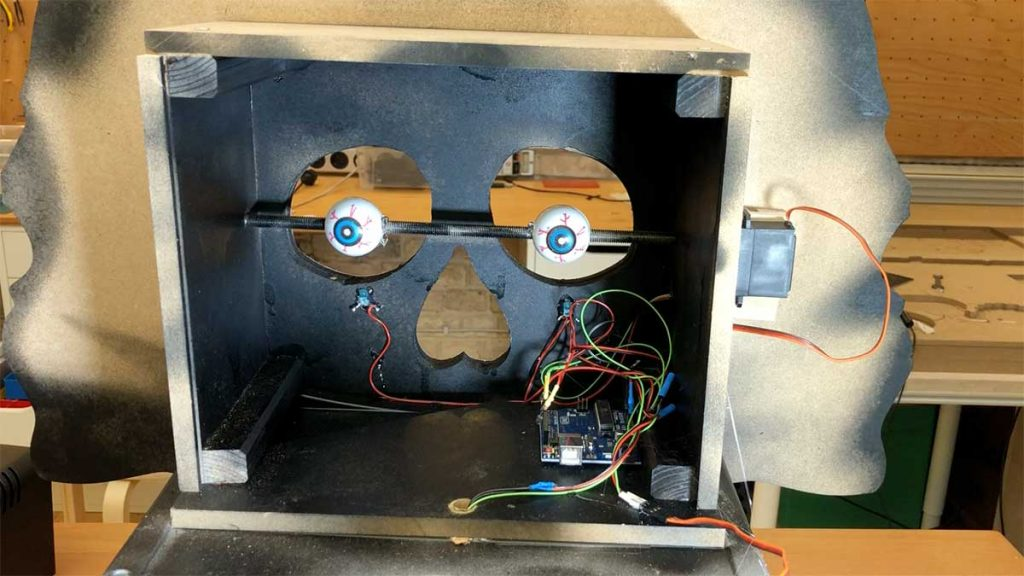 Arduino creepy halloween candy dispenser upper box with electronics