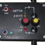 Zwei Potentiometer regeln Fokus- und Dia-Dauer