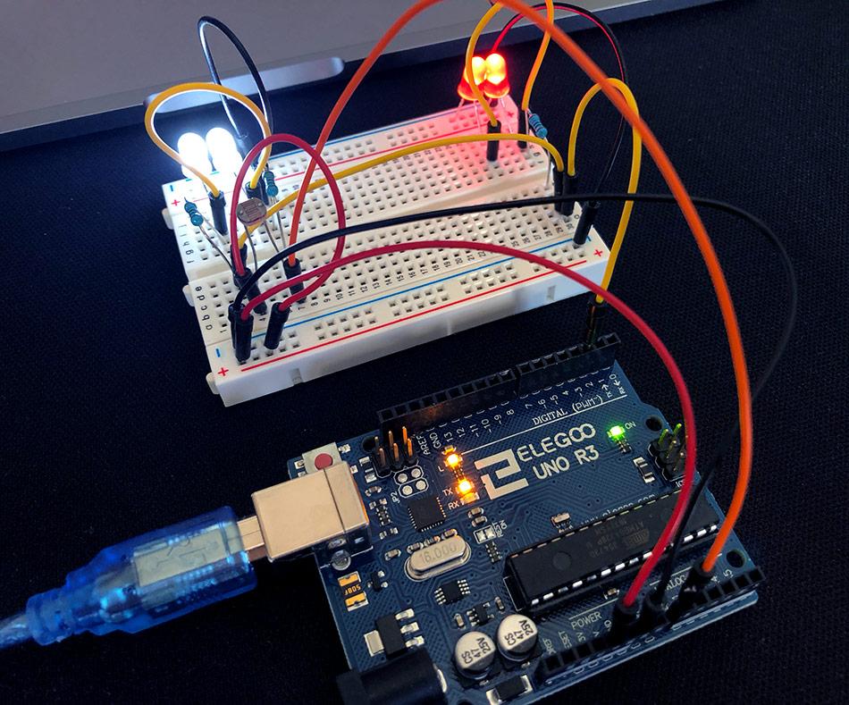 Adaptives Fahrtlicht mit Arduino auf dem Breadboard