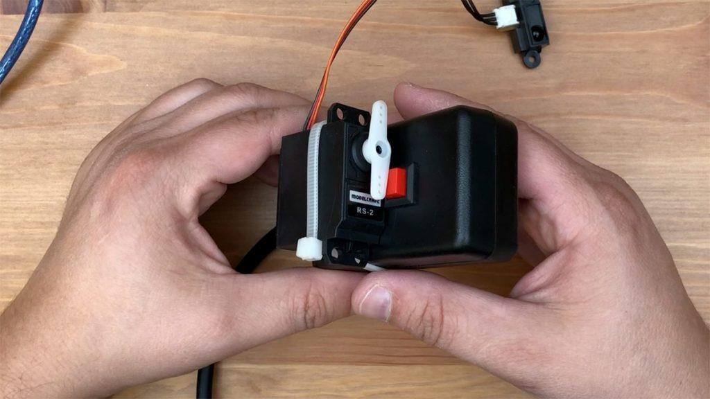 Arduino Halloween Süßigkeitenspender Nebel auslösen per Servo Motor